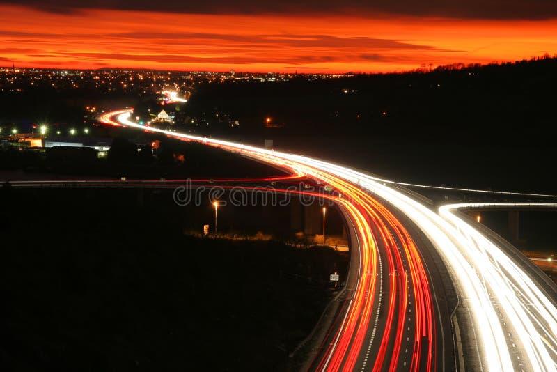 晚上公路交通 免版税库存图片
