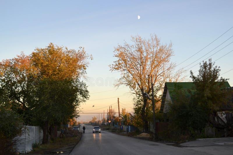 晚上在村庄 免版税库存照片