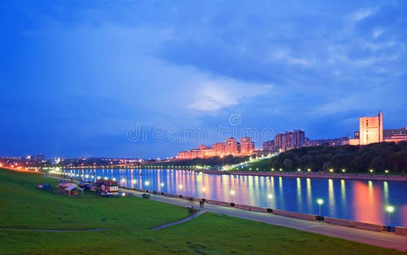 晚上城市切博克萨雷,楚瓦什共和国,俄罗斯联邦。 库存图片