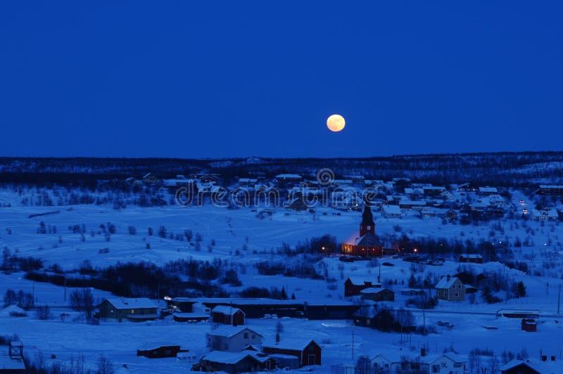 晚上城镇冬天 免版税库存图片