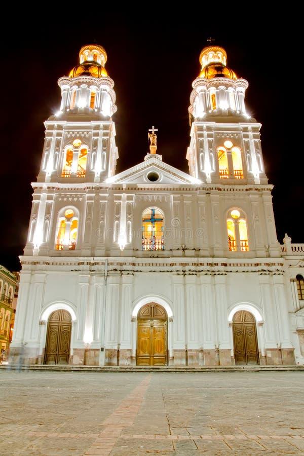晚上射击了Cuenca,厄瓜多尔教会  免版税库存照片