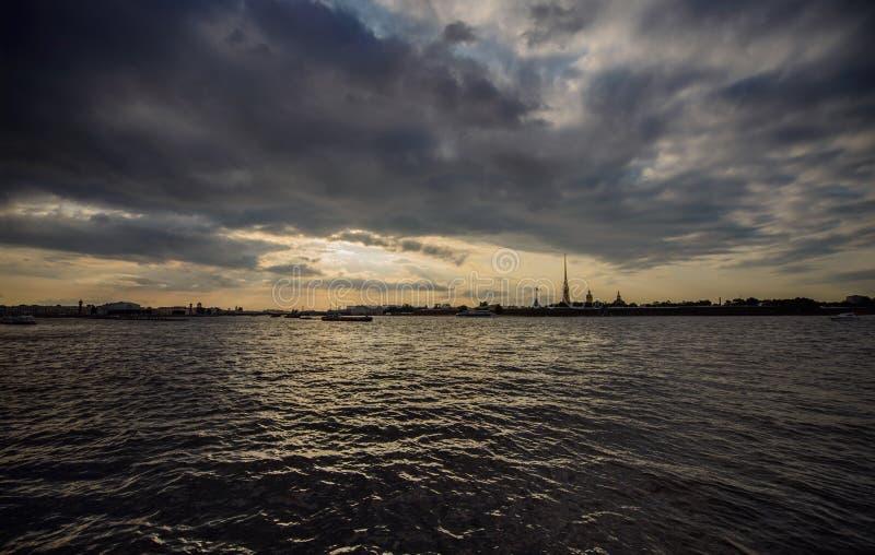 晚上彼得斯堡 免版税库存照片