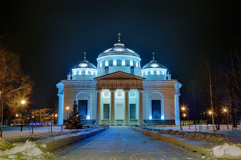 晚上或夜索菲娅大教堂教会看法在Tsarskoye Selo普希金, StPetersburg,俄罗斯 库存照片