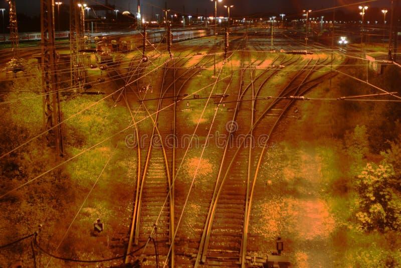 晚上火车站 免版税库存照片