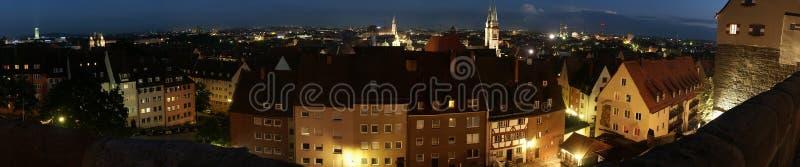 晚上纽伦堡全景 免版税库存照片