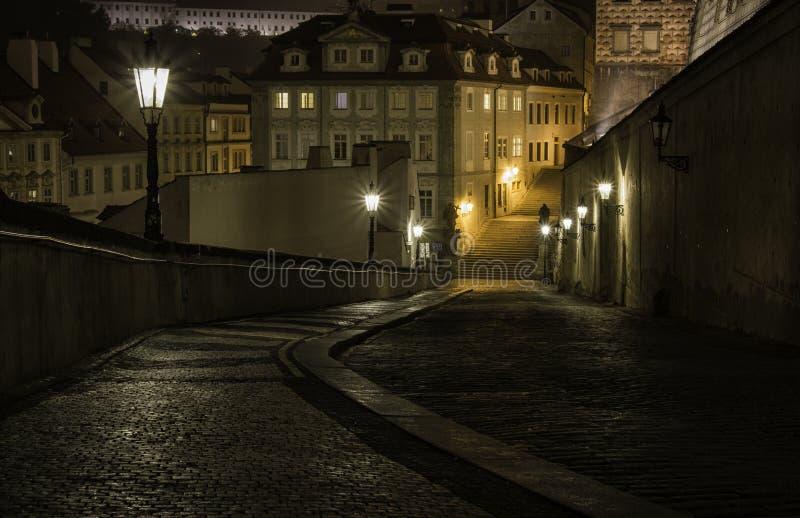晚上街道在布拉格 免版税图库摄影