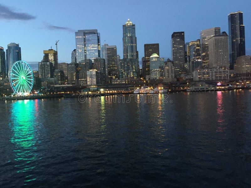 晚上西雅图地平线 免版税库存照片