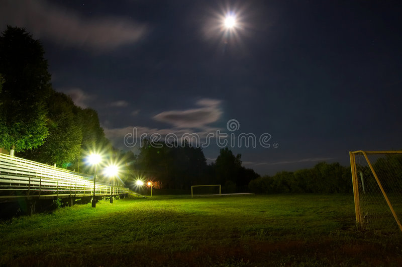 晚上足球场 库存图片