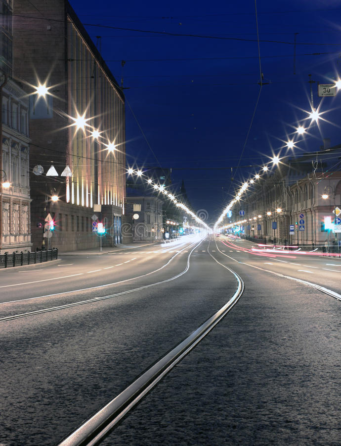 晚上路在城市。 St. Pererburg 库存照片