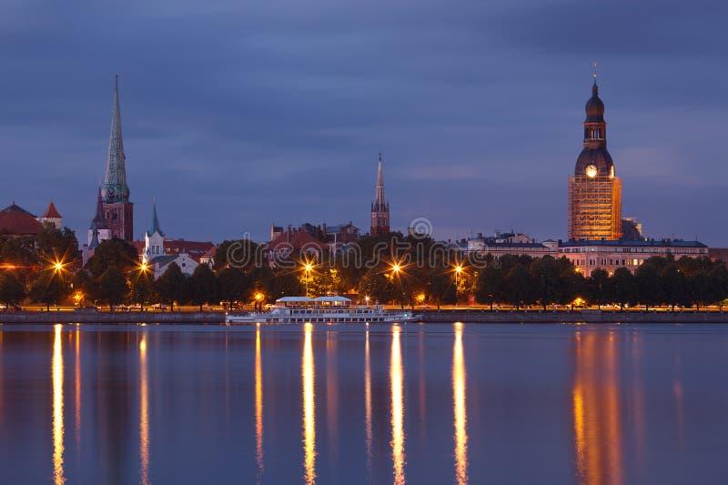 晚上里加都市风景 免版税图库摄影