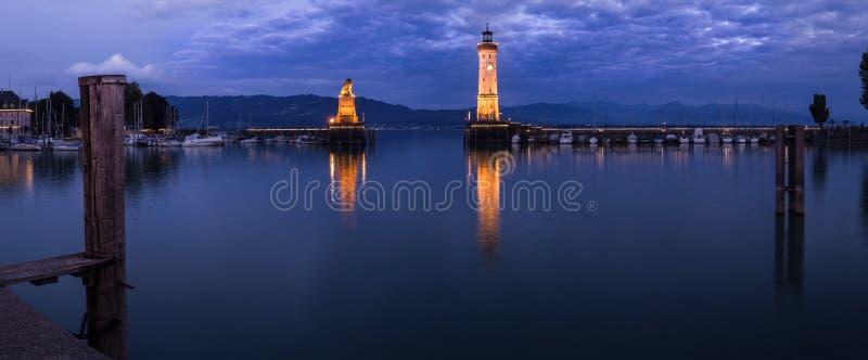 晚上Bodensee的林道港口 免版税库存图片