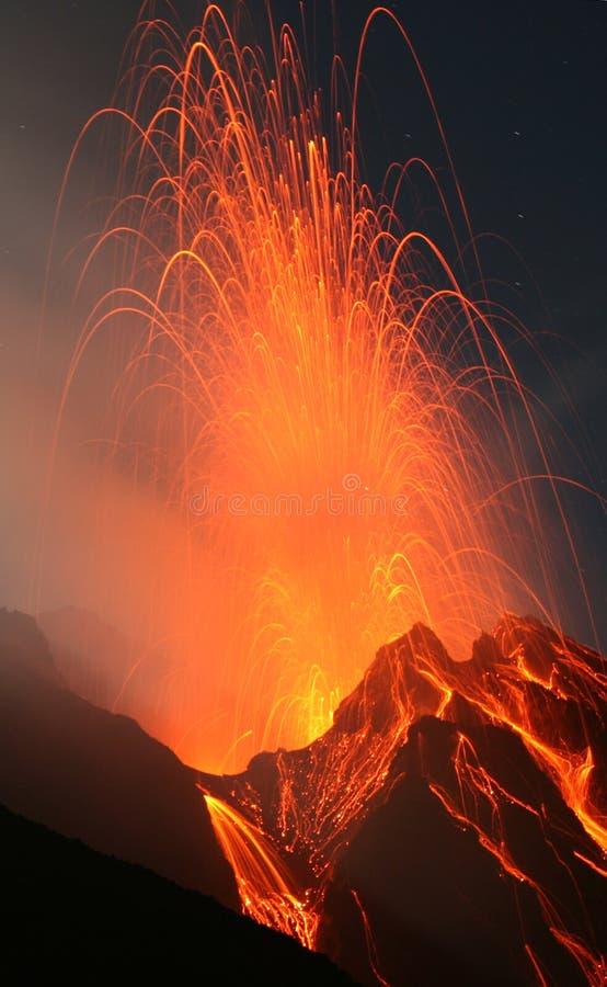 晚上stromboli火山 免版税库存照片