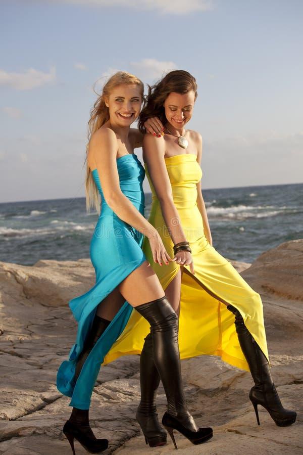 晚礼服的两名妇女在海滩 库存照片