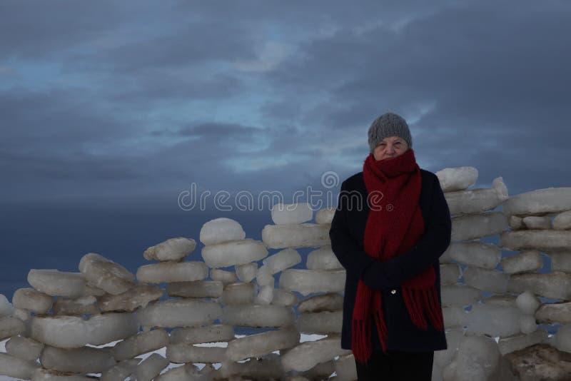 晚年 老妇人 冬天生活 免版税图库摄影