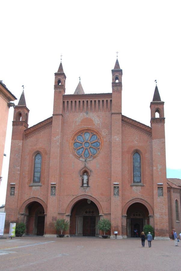 晨曲圣洛伦佐广告的教会的门面,山麓-意大利 S 免版税库存图片