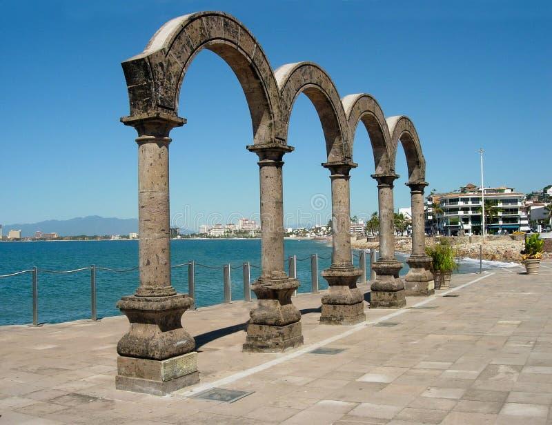 普埃尔托巴利亚塔,墨西哥Malecon曲拱  库存照片