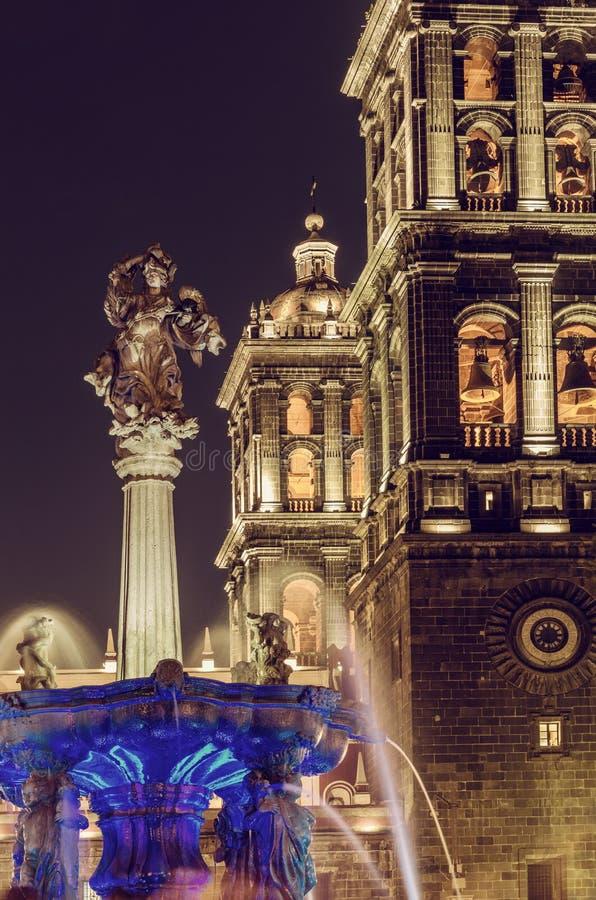 普埃布拉大教堂在晚上-普埃布拉,墨西哥 库存照片