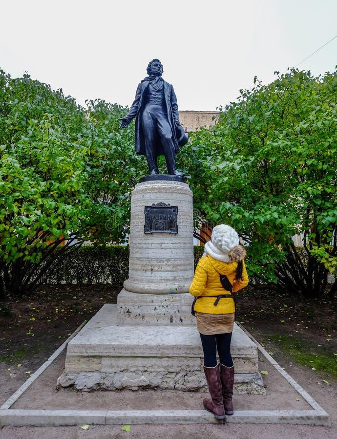 普希金雕象在圣彼德堡 库存图片