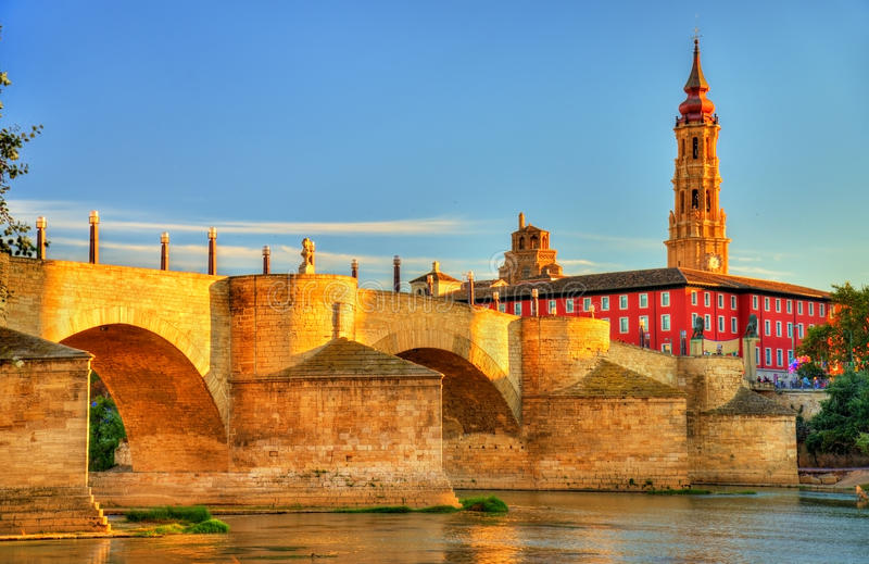 普恩特de彼德拉在萨瓦格萨,西班牙 库存照片