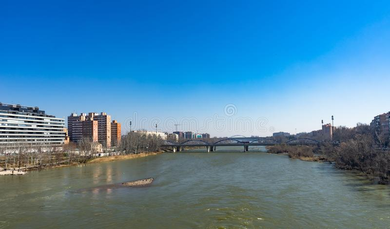 普恩特de彼德拉桥梁在萨瓦格萨,西班牙 库存图片