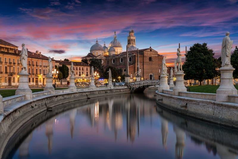 普拉托della瓦尔正方形在帕多瓦,意大利 免版税图库摄影