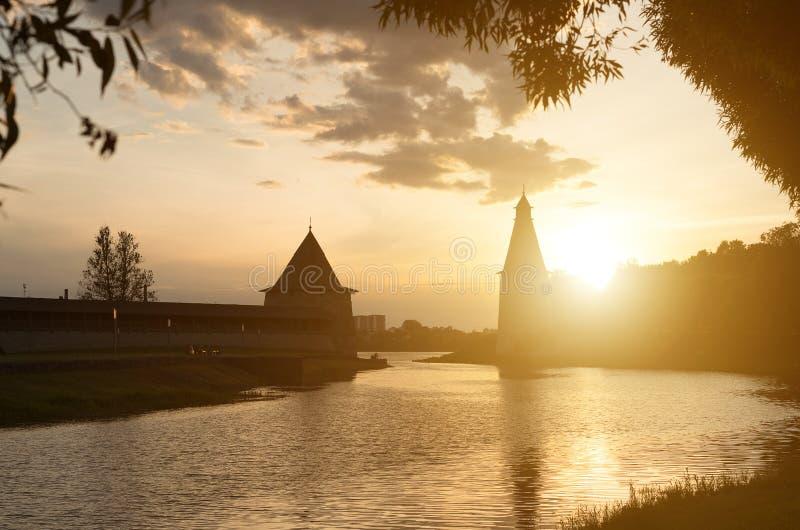 普斯克夫堡垒的高和平的塔 免版税库存照片