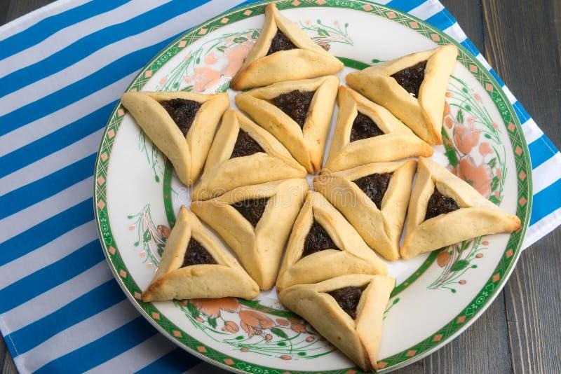 普珥节-传统曲奇饼hamantaschen或Haman的耳朵 库存图片
