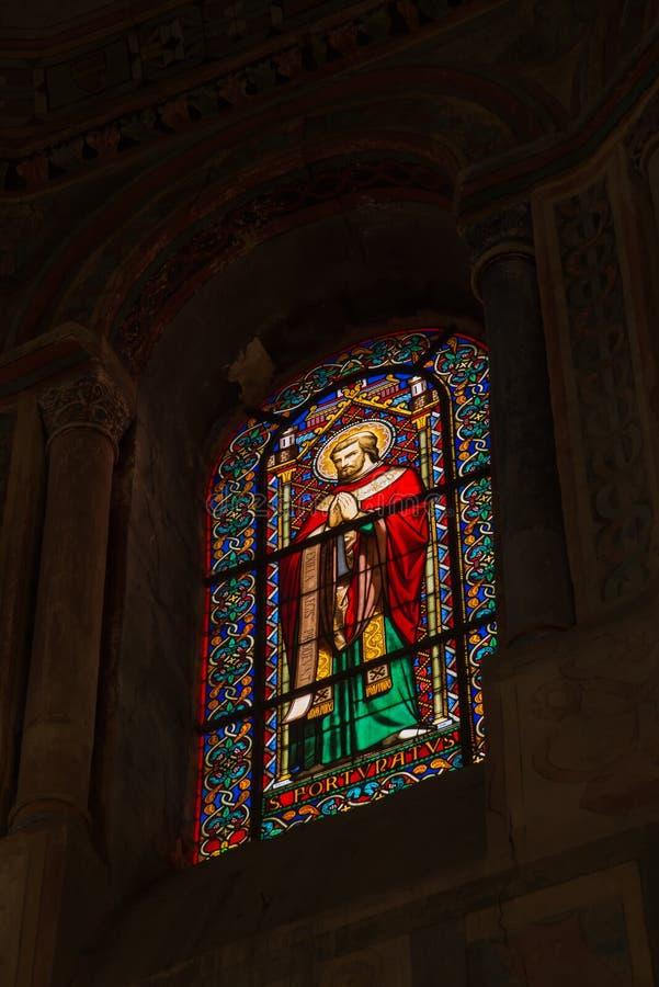 普瓦捷,法国- 2016年9月12日:五颜六色的彩色玻璃wi 图库摄影