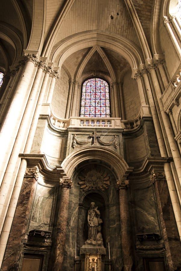 普瓦捷,法国- 2016年9月12日:教会的内部  库存照片