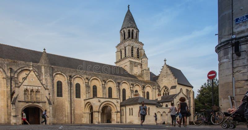 普瓦捷,法国- 2016年9月12日:非常老教会Notre水坝 库存图片