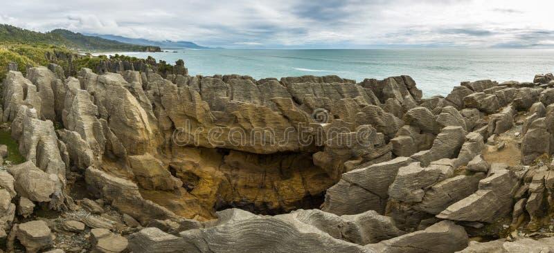 普纳凯基薄煎饼岩石在帕帕罗瓦国家公园,新西兰 免版税库存照片