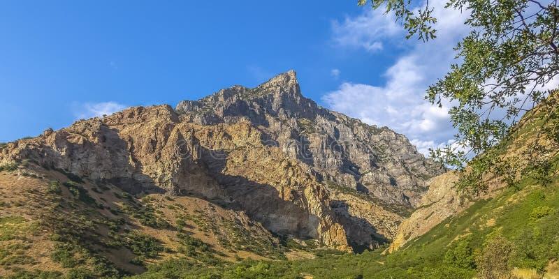 普罗沃坚固性山和地形日落的 免版税库存照片