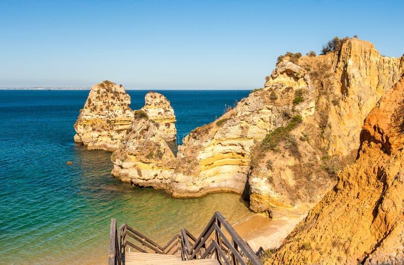 普腊亚在拉各斯,阿尔加威,葡萄牙做卡米洛海滩 图库摄影