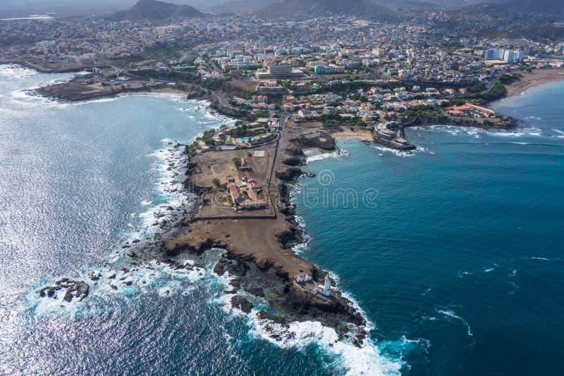 普腊亚城市鸟瞰图在圣地亚哥-佛得角的首都是 免版税图库摄影