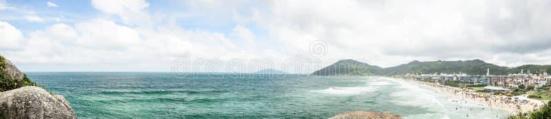 普腊亚Brava海滩全景在弗洛里亚诺波利斯,巴西 库存图片