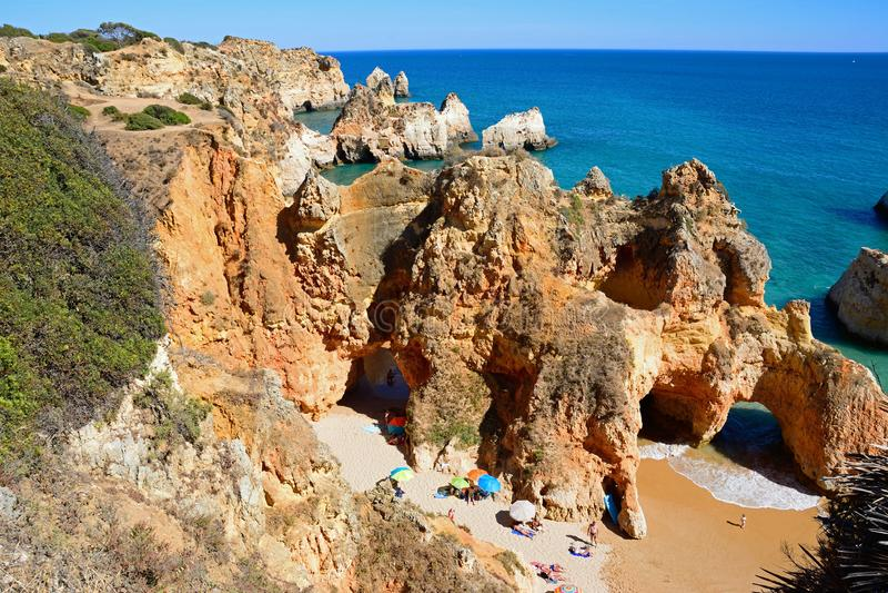 普腊亚da罗恰省海滩,波尔蒂芒被举起的看法  免版税图库摄影