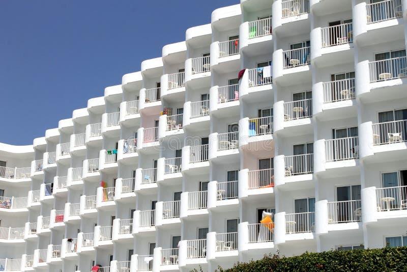 普通白色旅游旅馆 免版税库存图片