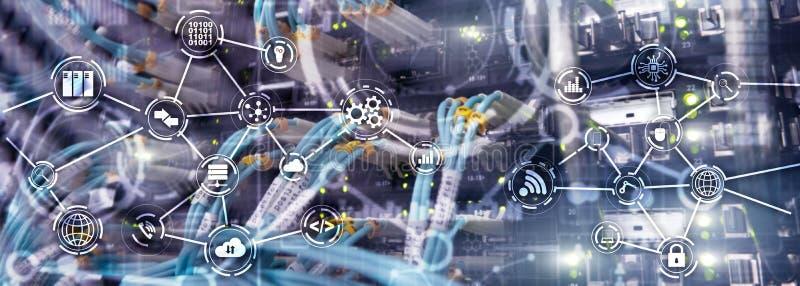 普遍电子技术背景 全球企业的互联网概念 服务器机架被弄脏的背景 免版税库存照片