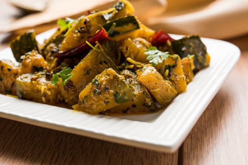 普遍的印地安主菜菜南瓜干燥咖喱或kaddooor kaddu ki sabzi在北印度语, lal bhopla池氏bhaji在马拉地语, selec 免版税图库摄影