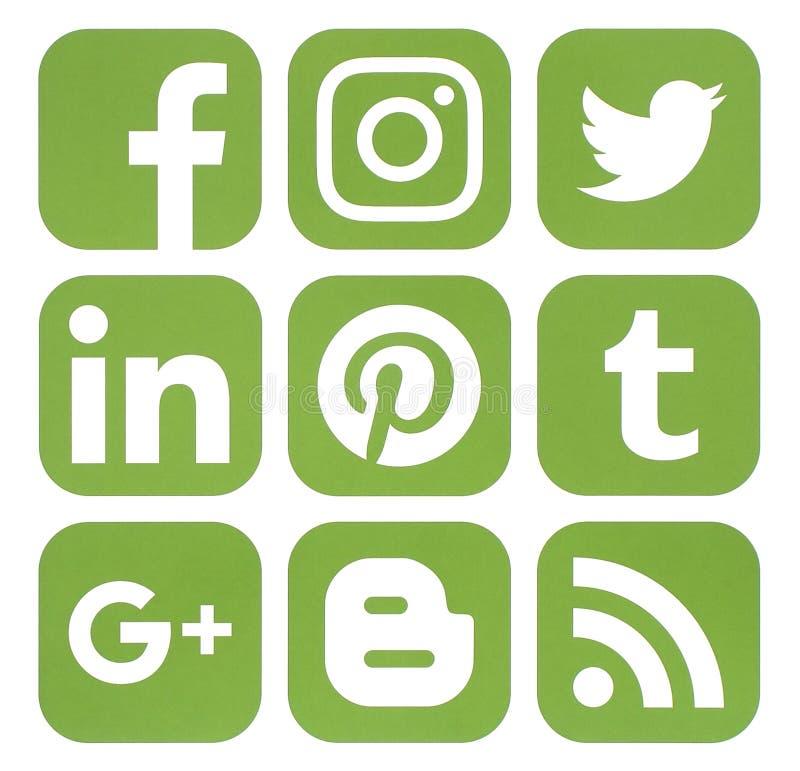 普遍的社会媒介象的汇集在绿叶颜色的 库存照片