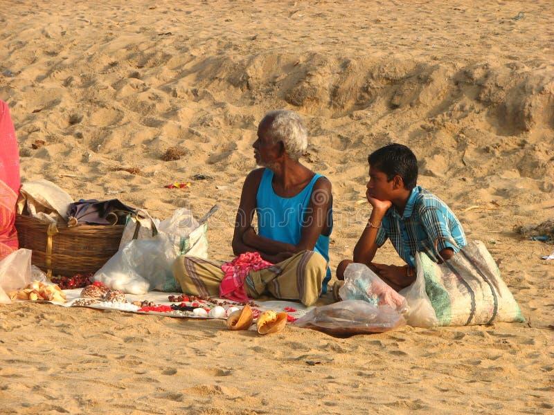 普里海滩的两个人在印度 库存照片