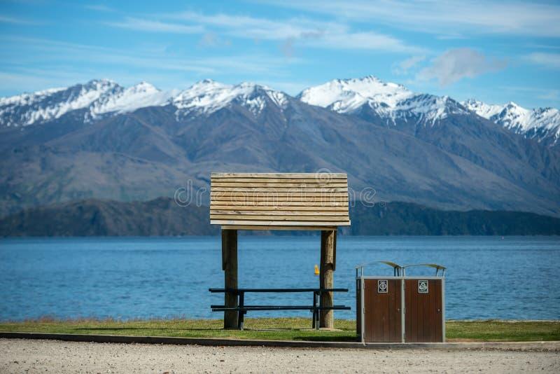 晴天Wanaka湖,南岛,新西兰。 库存照片