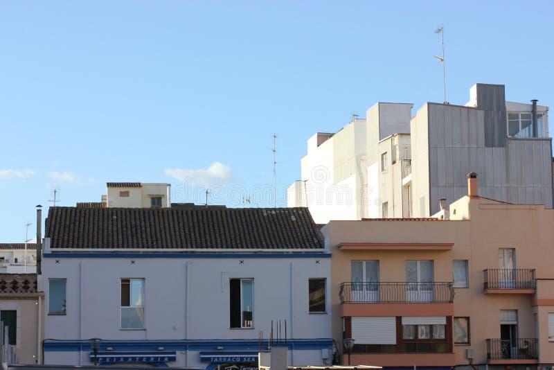 晴朗的假日在欧洲:巴塞罗那屋顶  免版税库存照片