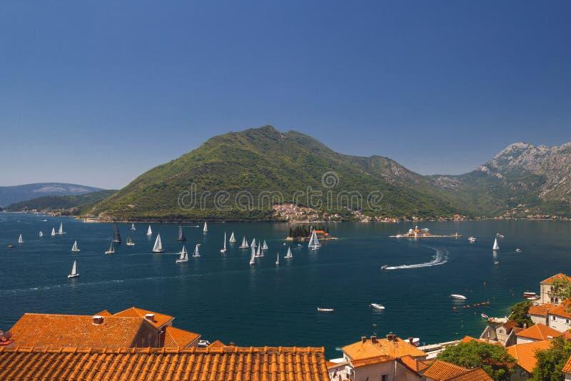 晴朗的地中海风景 黑山,科托尔湾 库存照片