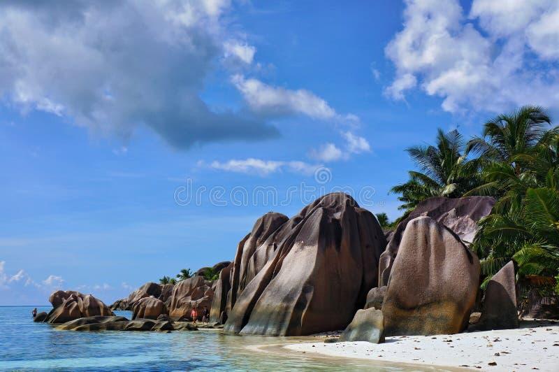 晴朗的热带在拉迪格岛海岛,塞舌尔群岛上的Anse来源D `银海滩风景风景  免版税库存图片