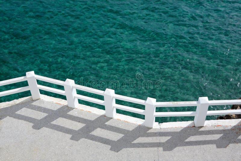 晴朗绿色散步的海运 图库摄影