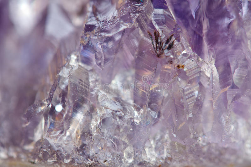 紫晶是石英紫罗兰色品种常用在首饰 库存图片