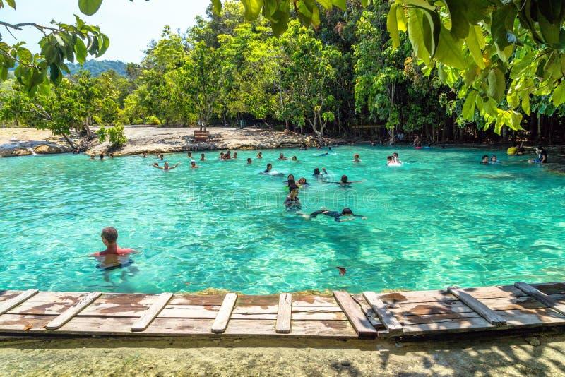 水晶水池和水晶盐水湖KRABI 免版税库存图片