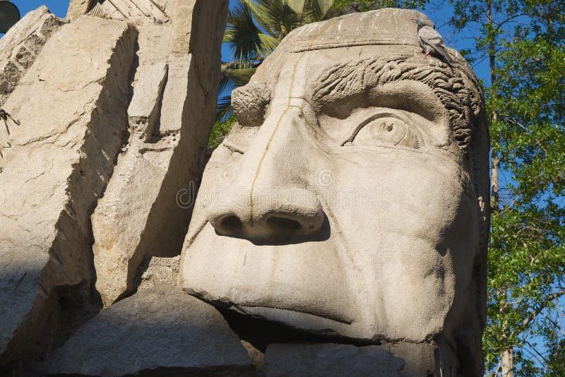 智利圣地亚哥阿马斯广场土著人雕塑纪念碑详情 库存图片