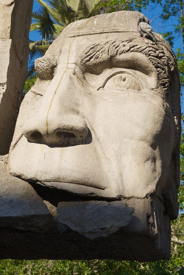 智利圣地亚哥阿马斯广场土著人雕塑纪念碑详情 图库摄影